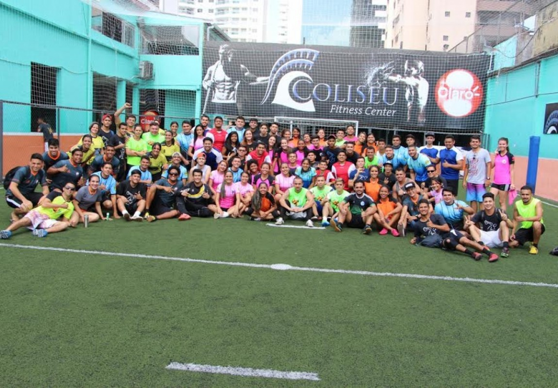 Alunos de Educação Física se confraternizam em futebol solidário