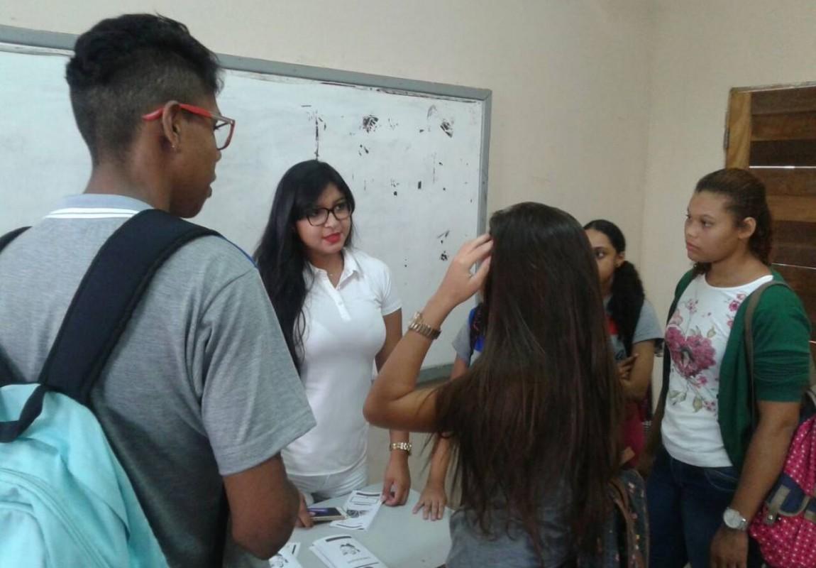 Acadêmicos de Enfermagem orientam alunos da Escola Vilhena Alves, em Belém