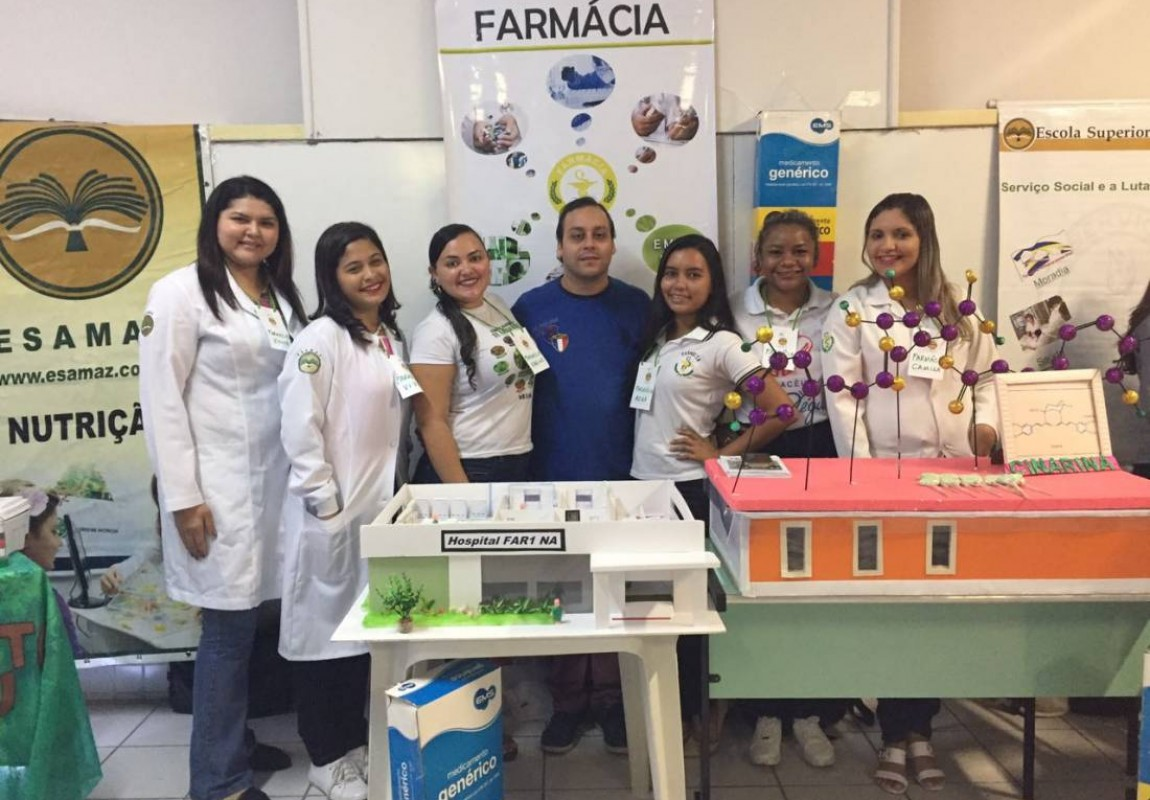 Alunos de Farmácia participam da Feira Vocacional do Colégio Santa Catarina
