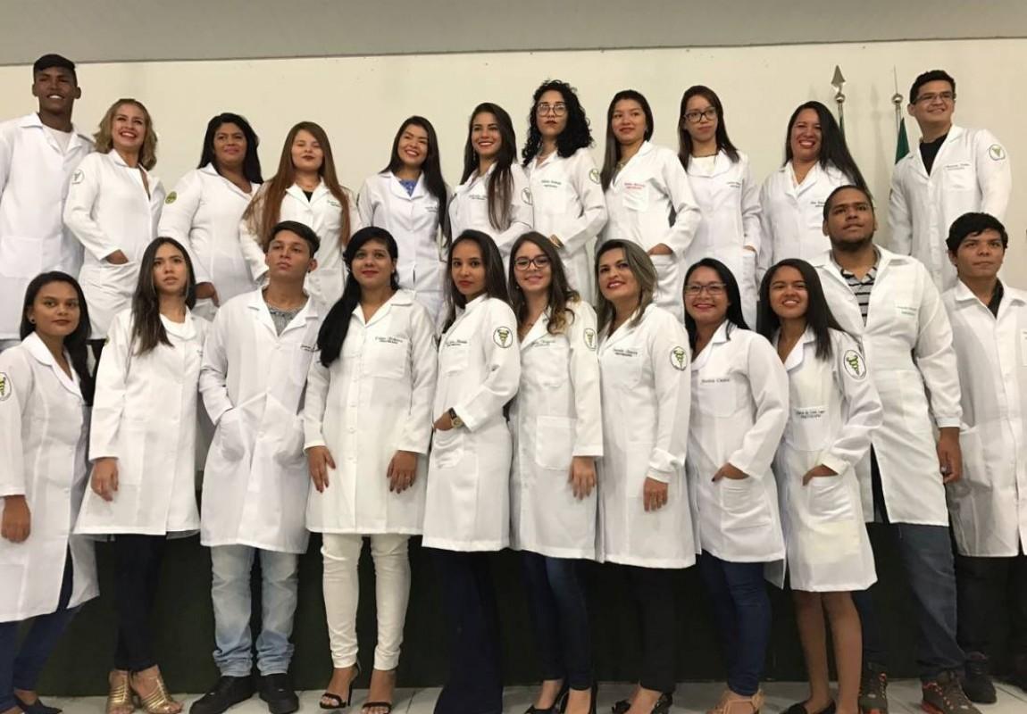 Calouros de Fisioterapia participam de Cerimônia do Jaleco na Esamaz