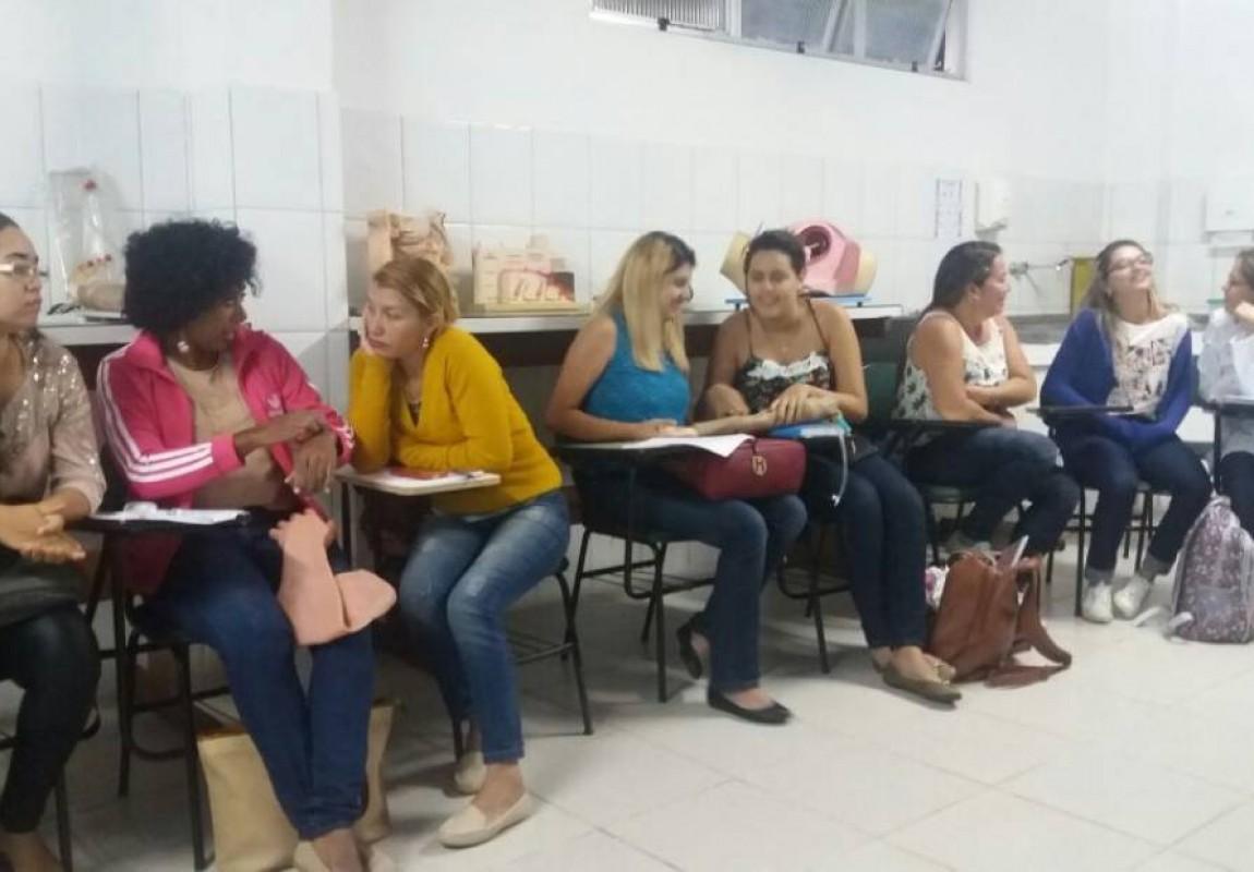 Centro Acadêmico de Enfermagem promove curso sobre Injetáveis no Laboratório da Esamaz