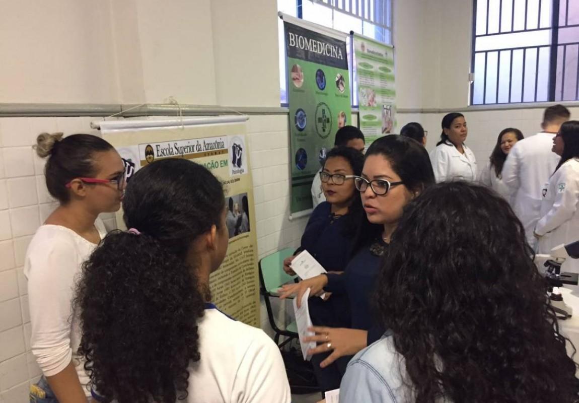 Curso de Psicologia participa da Feira Vocacional do Colégio Santa Catarina