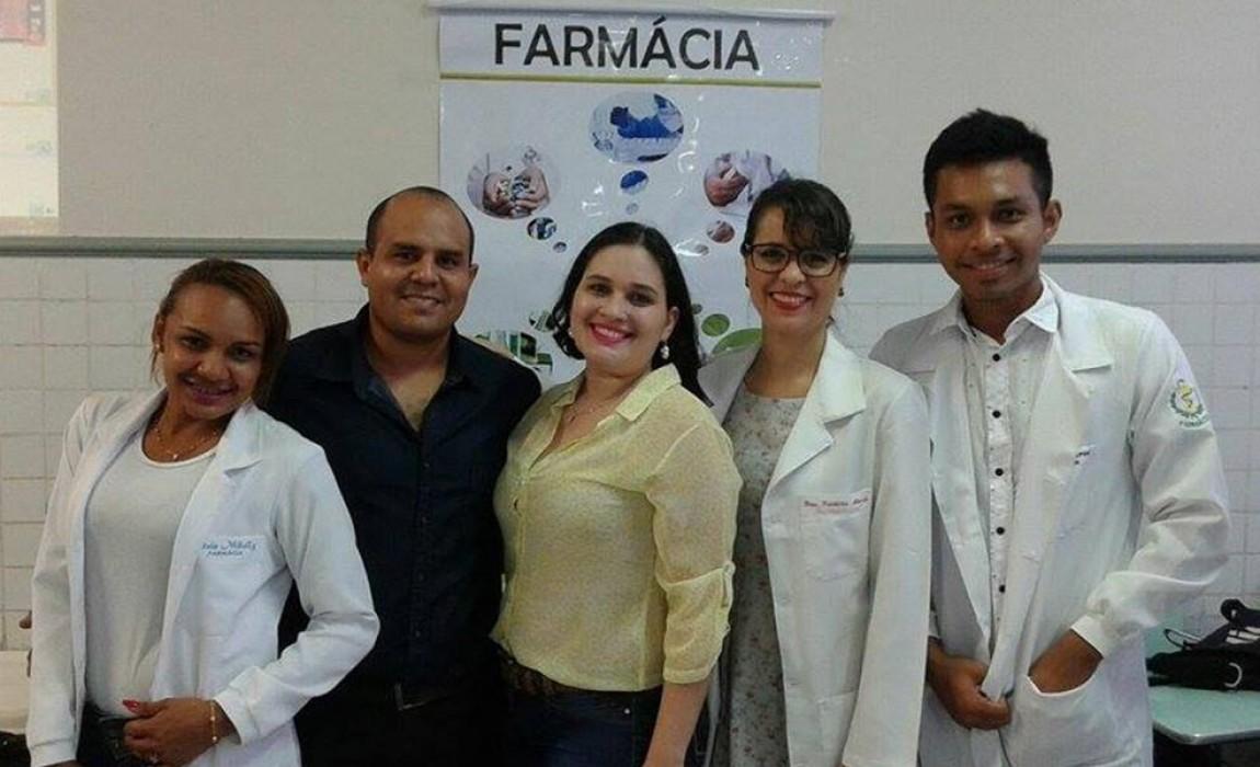 Alunos do curso de Farmácia da faculdade Esamaz participam de Feira Vocacional no Colégio Santa Catarina