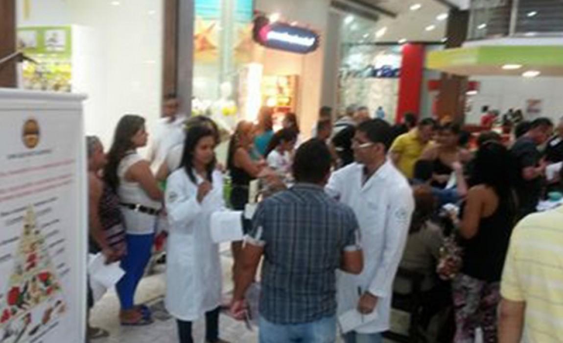 Alunos do curso de Nutrição atendem público em shopping Pátio Belém