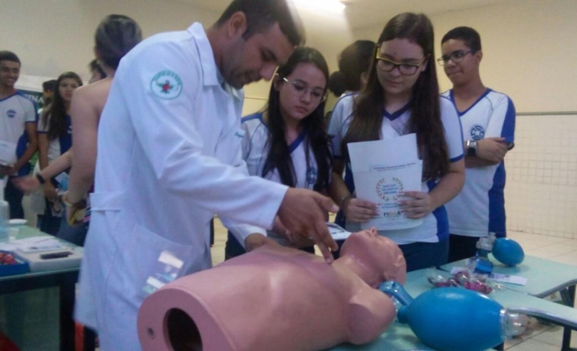 Curso de Enfermagem participa de Feira Vocacional no Colégio Santa Catarina, em Belém