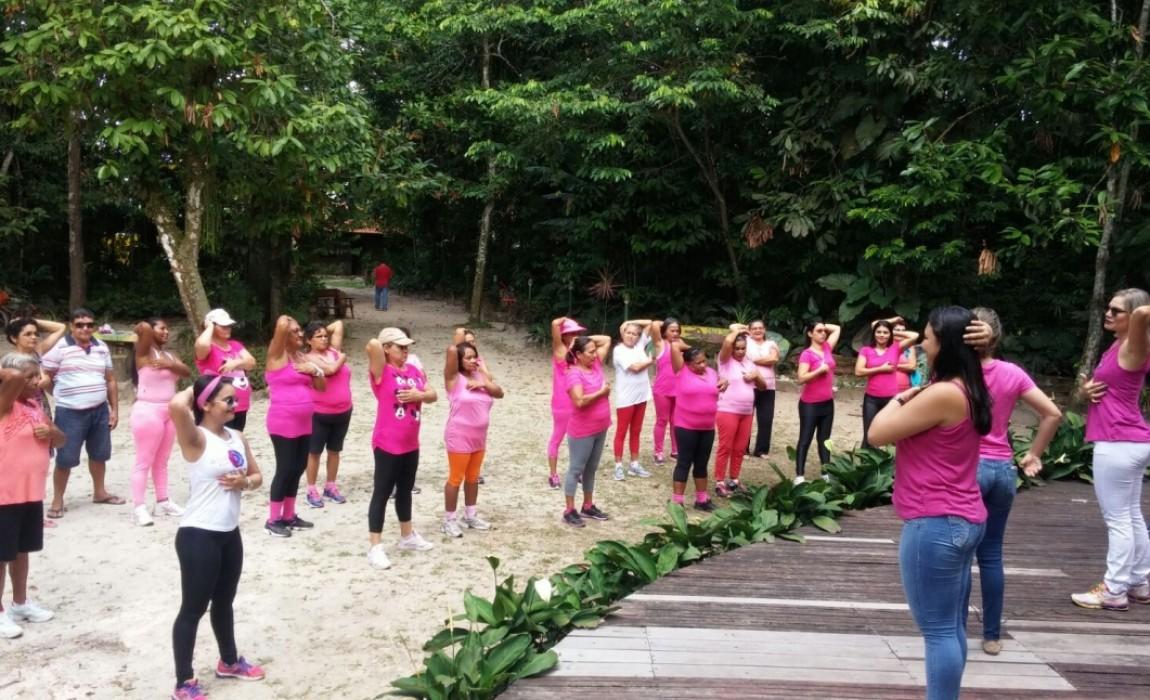 Curso de Fisioterapia comemora Outubro Rosa em Ananindeua
