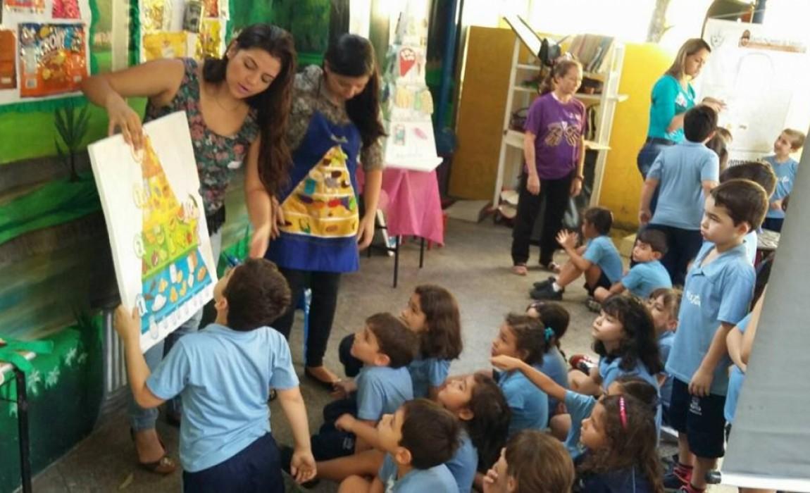 Alunos de Nutrição realizam palestra no Colégio Marista em Belém