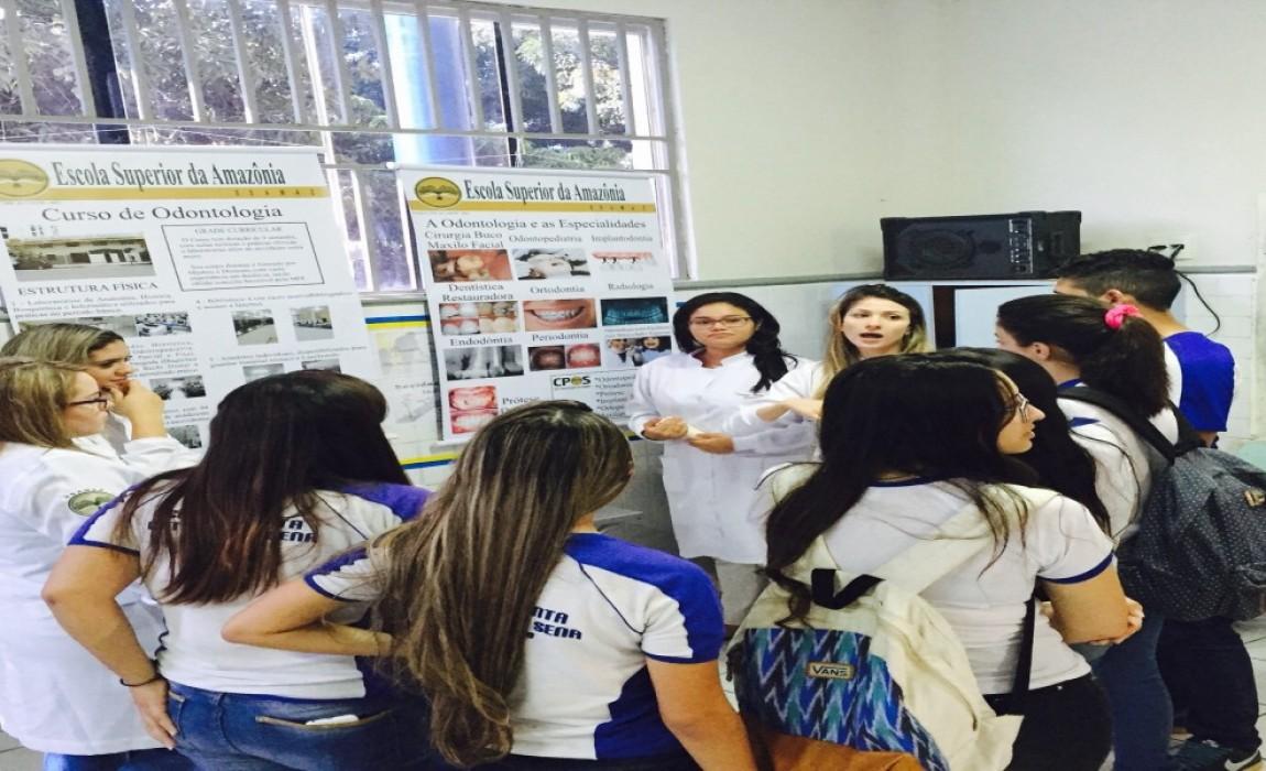 Alunos de Odontologia participam de Feira Vocacional em Belém