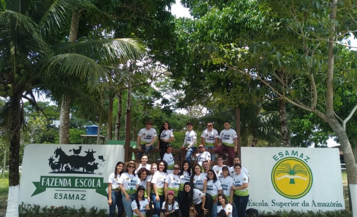 Acadêmicos de Medicina Veterinária conhecem estrutura da Fazenda Escola da Esamaz