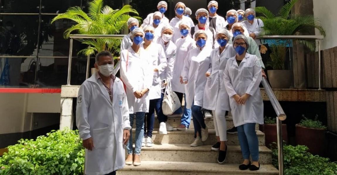 Alunos de Biomedicina da Esamaz fazem visita técnica ao laboratório Paulo Azevedo