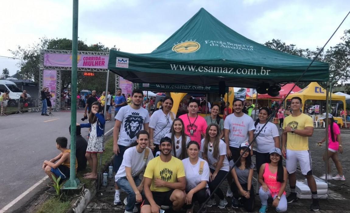 Alunos de Educação Física e Fisioterapia participaram da equipe de apoio da Corrida da Mulher, no Parque do Utinga