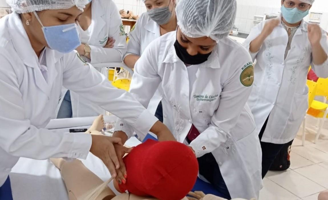 Alunos de Enfermagem da Esamaz fazem atividades práticas relaciondas à saúde da mulher e ao atendimento neonatal
