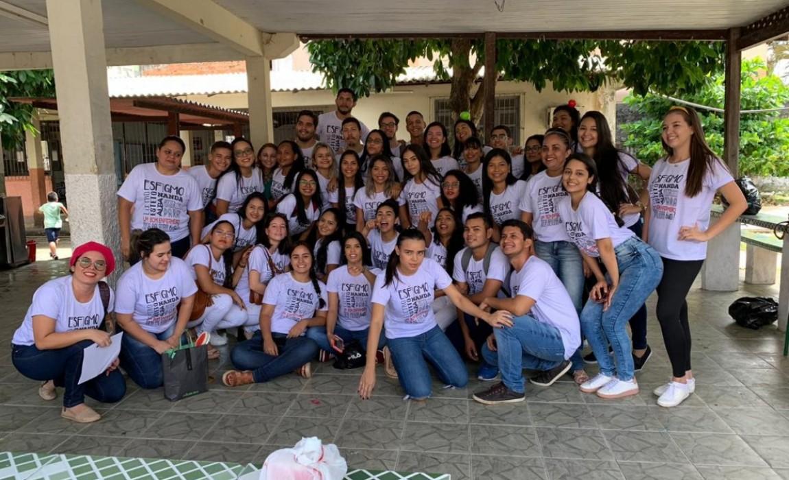 Alunos de Enfermagem realização ação de educação e saúde em escola de Belém