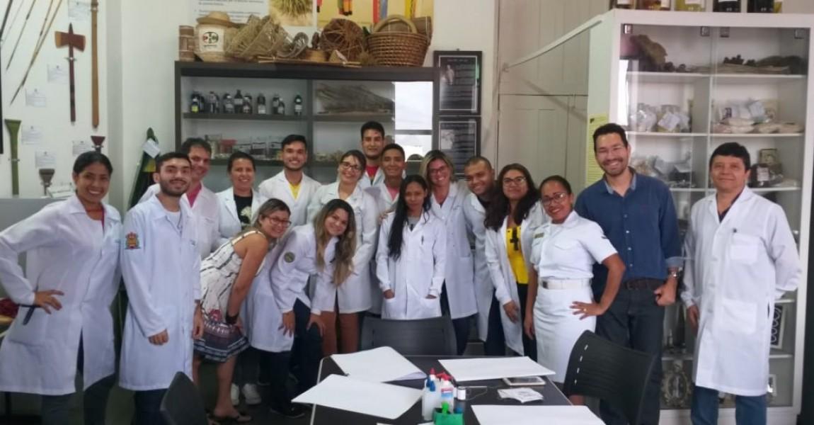Alunos de Farmácia da Esamaz visitam o Herbário da UEPA em Belém