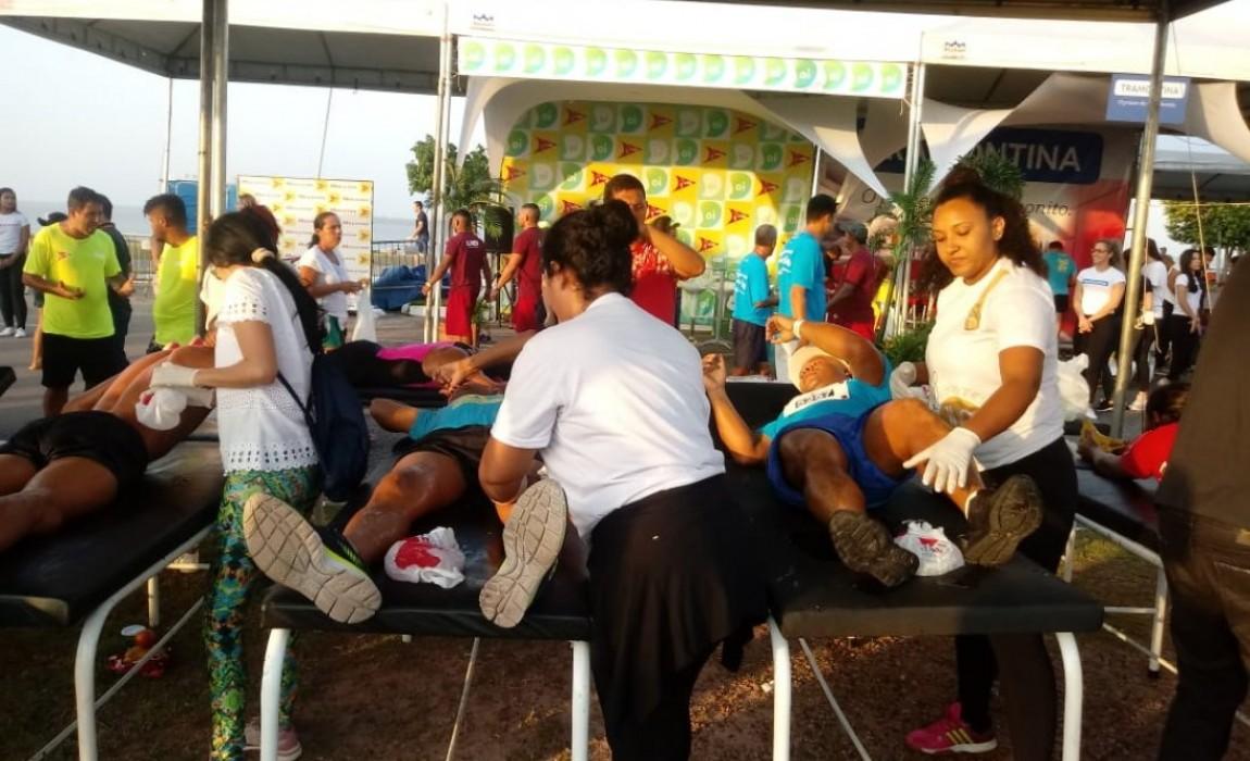 Alunos de Fisioterapia atendem atletas na Corrida do Líder em Belém