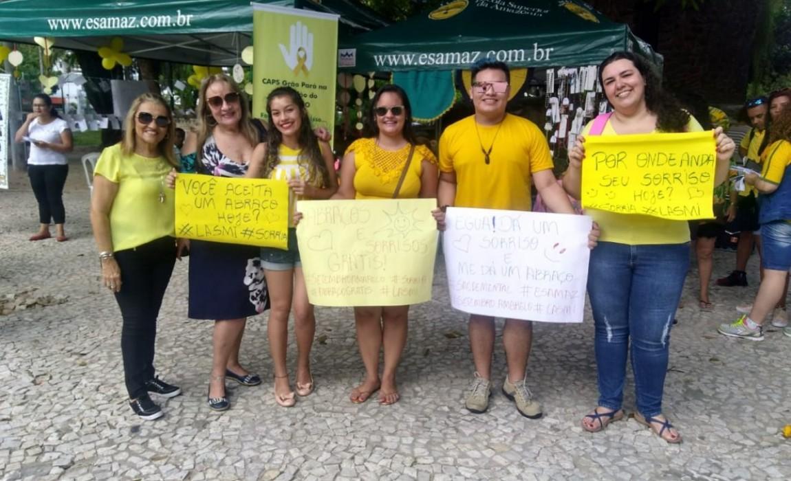 Alunos de Enfermagem e Psicologia promovem ação do setembro amarelo na Praça Batista Campos