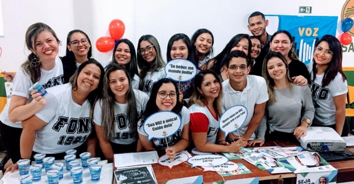 Alunos de Fonoaudiologia comemoram o Dia Mundial da Voz com campanha na Esamaz