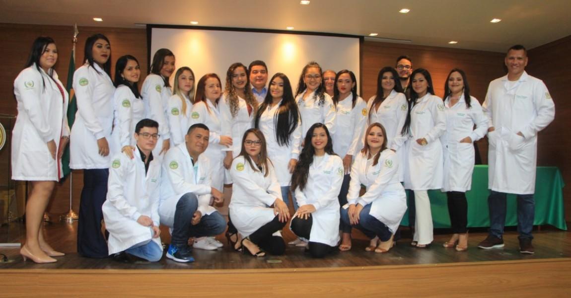Alunos de Fonoaudiologia, Nutrição, Enfermagem e Farmácia participaram da Cerimônia do Jaleco na Esamaz