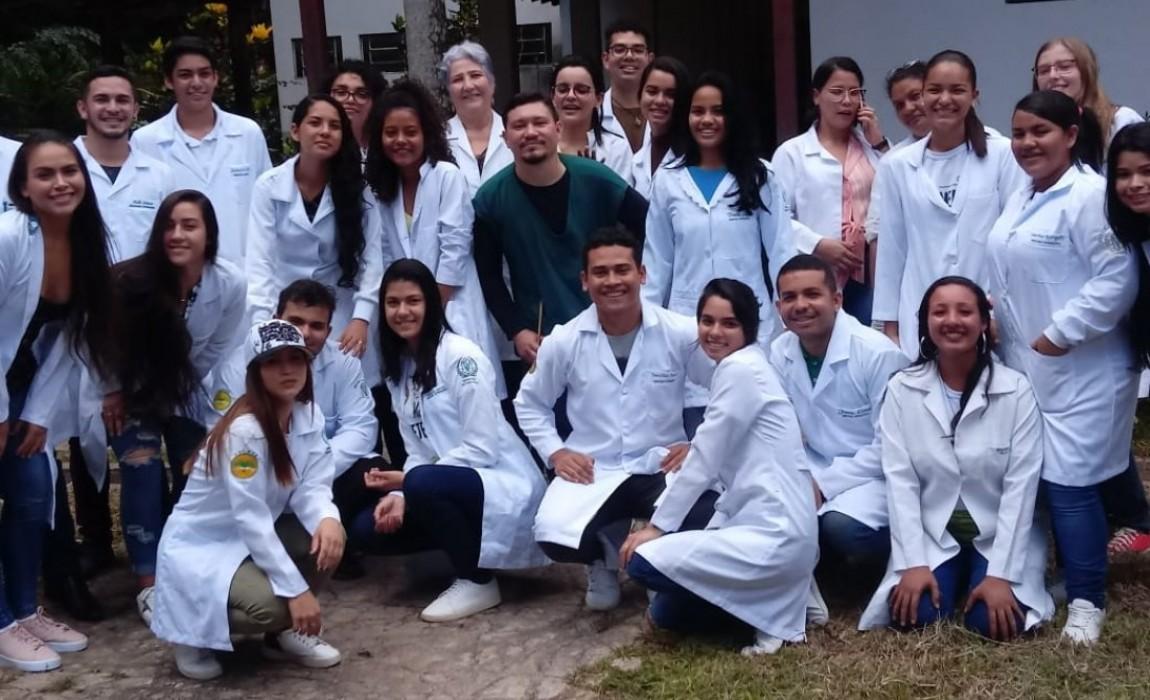 Alunos de Medicina Veterinária da Esamaz participam de aula no Projeto Bio-Fauna