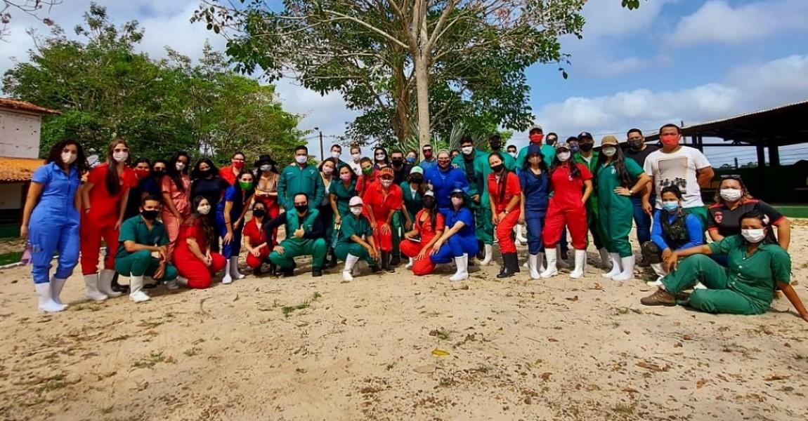 Alunos de Medicina Veterinária da Esamaz retornam às aulas práticas na Fazenda Escola