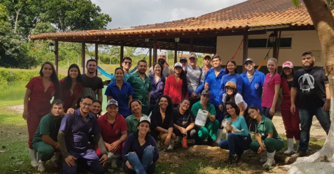 Alunos de Medicina Veterinária tiveram aula multidisciplinar na Fazenda Escola da Esamaz