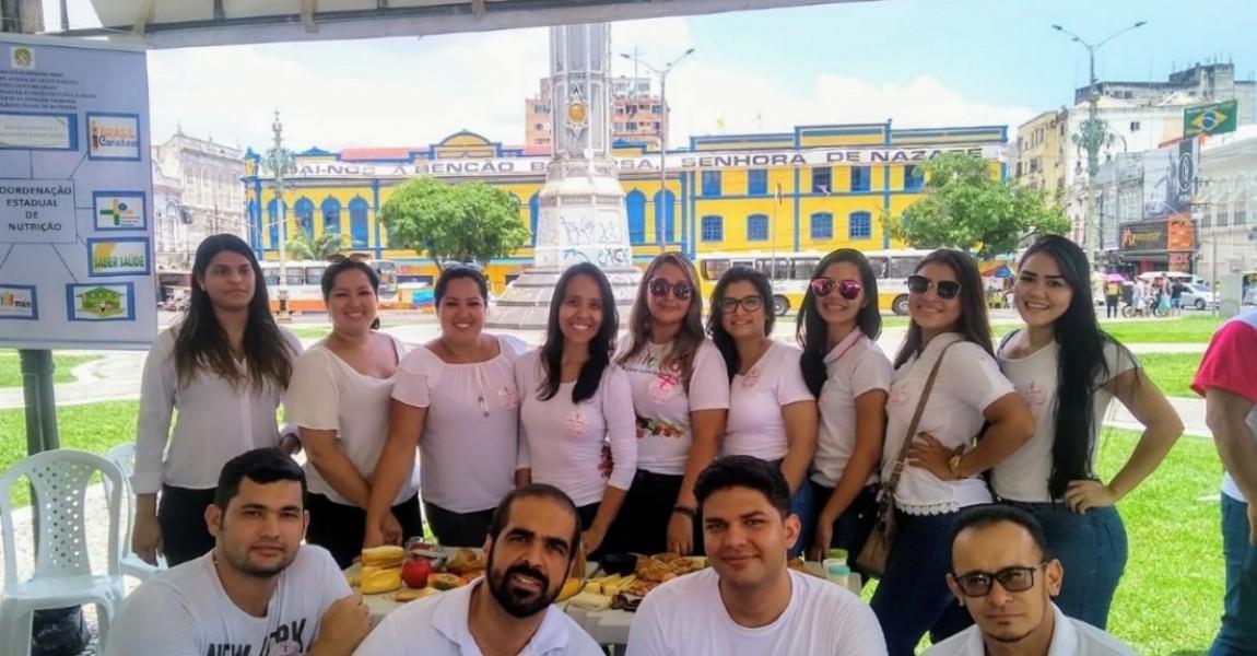 Alunos de Nutrição da Esamaz participam de ação do Outubro Rosa na Praça do Relógio, em Belém