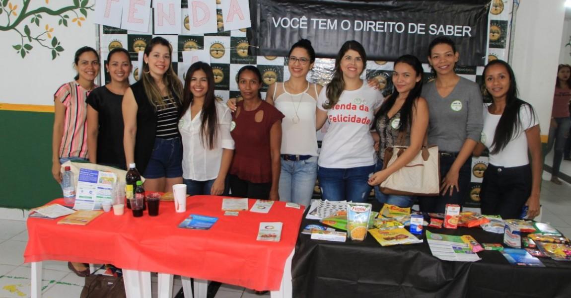 Alunos de Nutrição promovem ação educativa no Dia Mundial da Alimentação na Esamaz