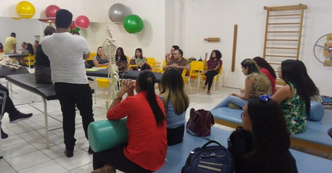 Alunos do projeto de extensão do Curso de Psicologia participam de oficina de relaxamento na Esamaz