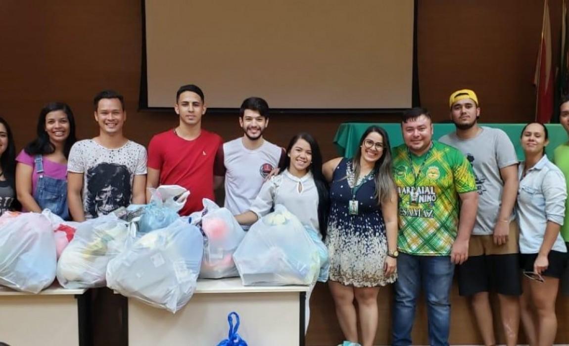 Alunos inscritos nas Olimpíadas Esportivas das Esamaz  doam brinquedos em Belém