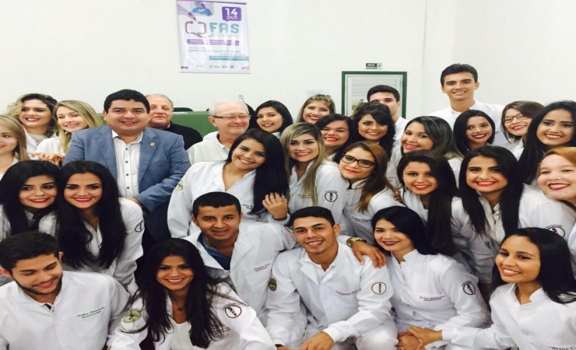 Alunos de Odontologia participam da Cerimônia do Jaleco na Esamaz