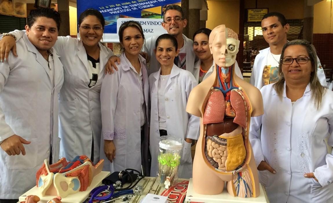 Curso de Enfermagem da Esamaz participa da 13ª Feira do Profissionalismo do colégio Santa Rosa