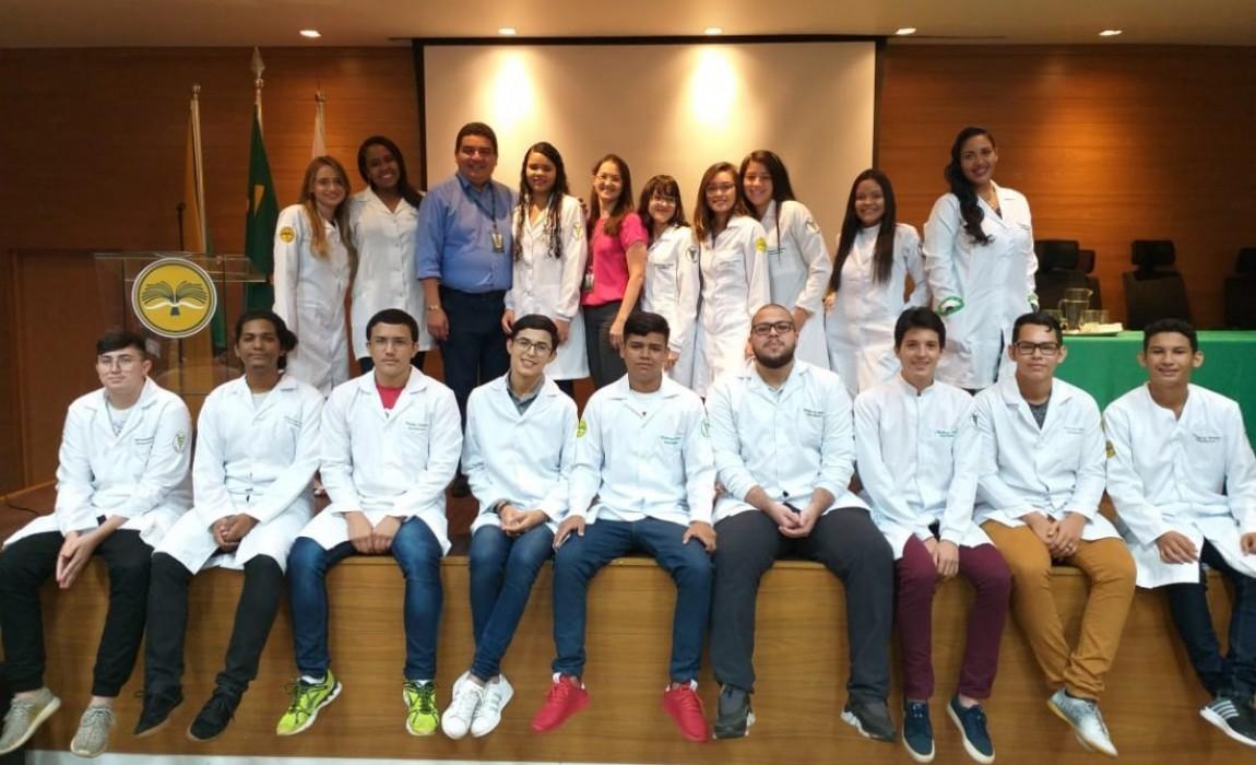 Calouros de Biomedicina, Nutrição, Enfermagem, Farmácia e Fisioterapia participam da Cerimônia do Jaleco