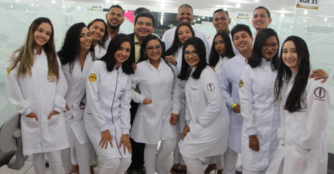 Calouros de Odontologia participam da Cerimônia do Jaleco