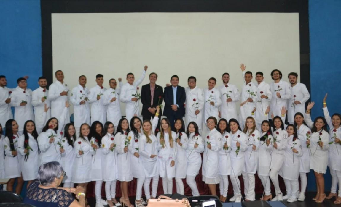 Calouros 2019.1 de Odontologia participam da Cerimônia do Jaleco na Esamaz