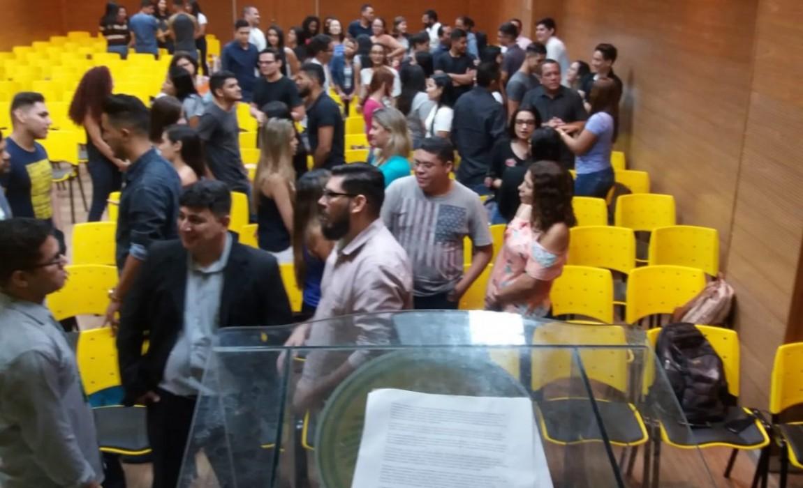 Calouros do Curso de Administração participam de palestra sobre sucesso pessoal e profissional