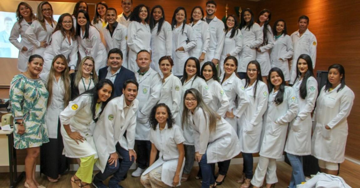 Calouros dos cursos de Farmácia, Enfermagem e Nutrição participam da Cerimônia do Jaleco na Esamaz