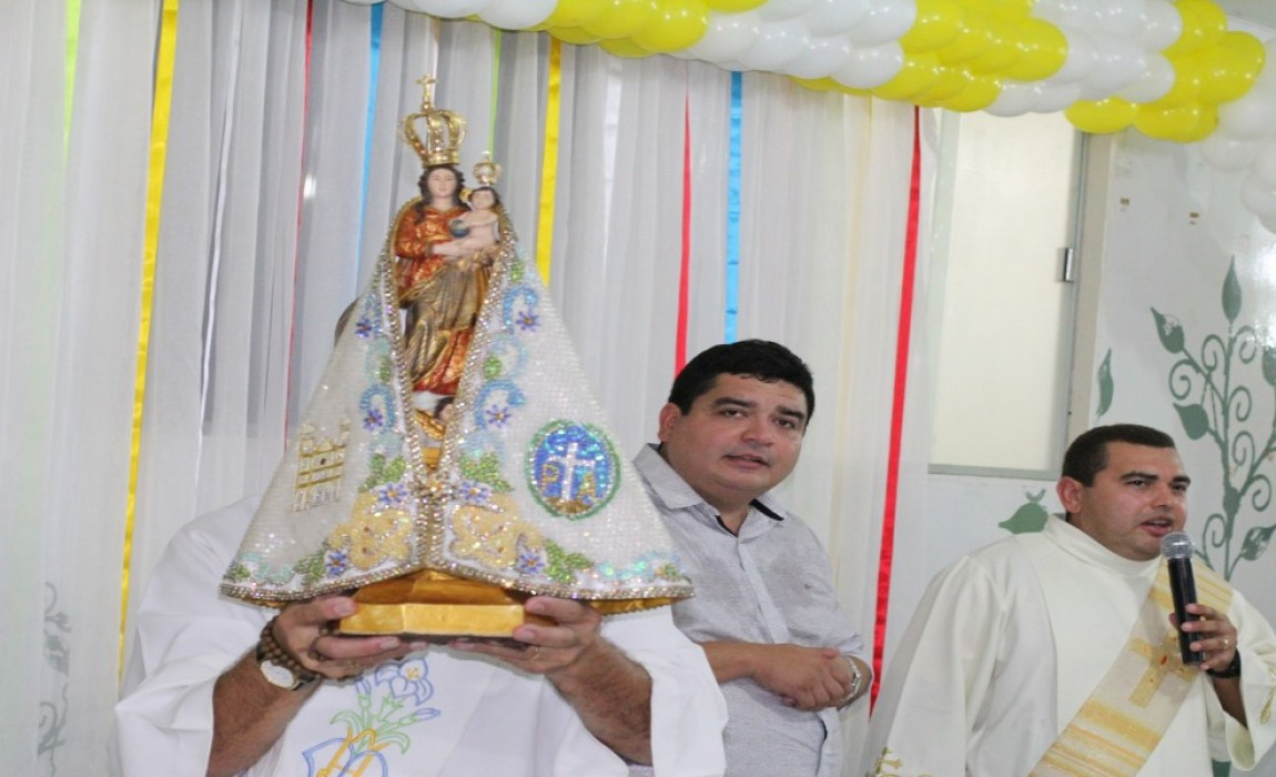 Imagem peregrina de Nossa Senhora de Nazaré visita a Esamaz