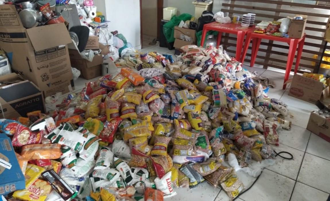 Curso de Direito da Esamaz doa alimentos para famílias atingidas por incêndio em Belém