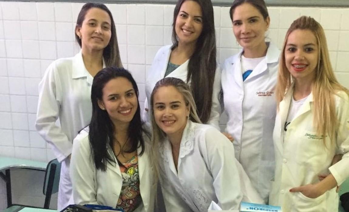 Curso de Fisioterapia participa de Feira Vocacional no Colégio Santa Catarina