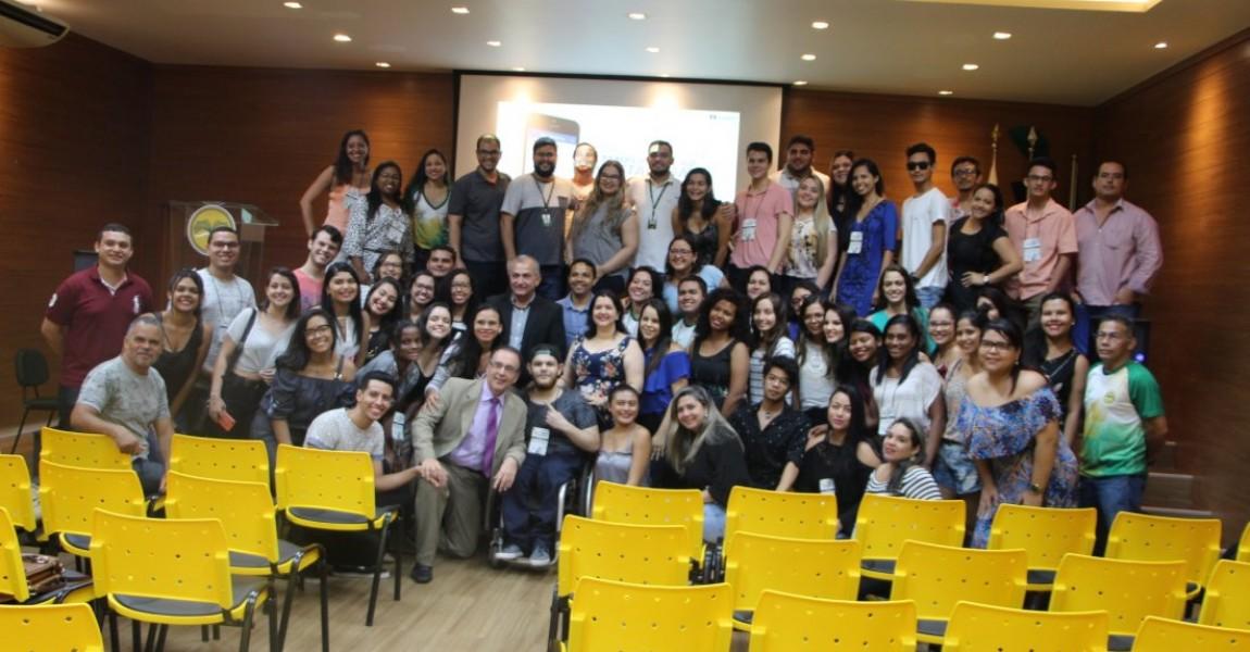 Dr. Bactéria e presidente da Academia Paraense de Biomedicina no encerramento da V Semana Acadêmica