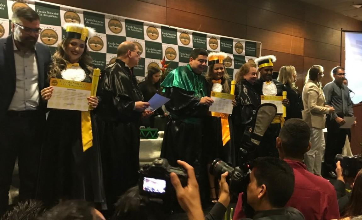Esamaz diploma mais de 400 formandos 2019.1 em cerimônia no Hangar, em Belém