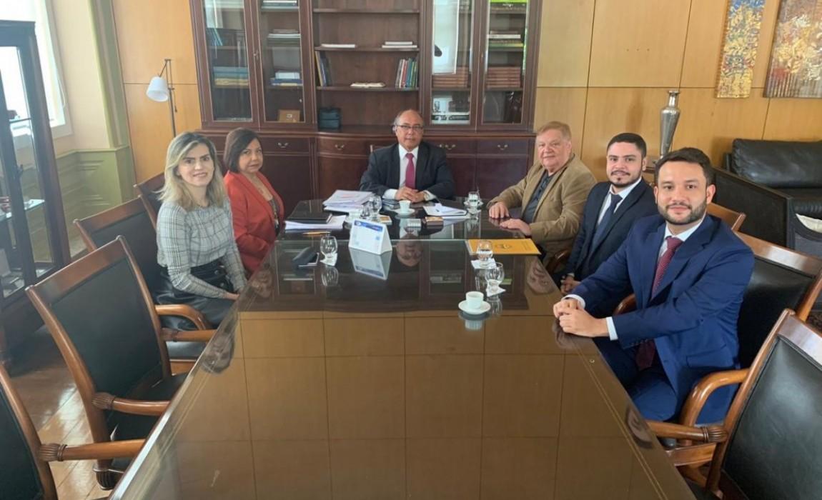 Esamaz e TJE reunem para discutir novas parcerias que vão beneficiar os alunos do curso de Direito
