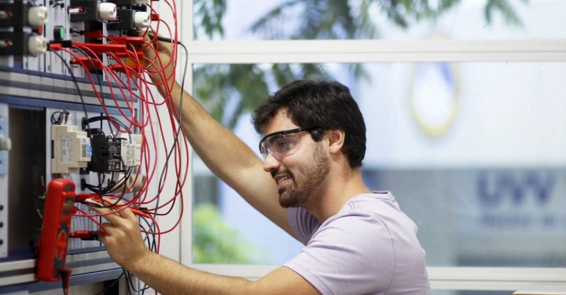 Esamaz lança o curso de Engenharia Elétrica