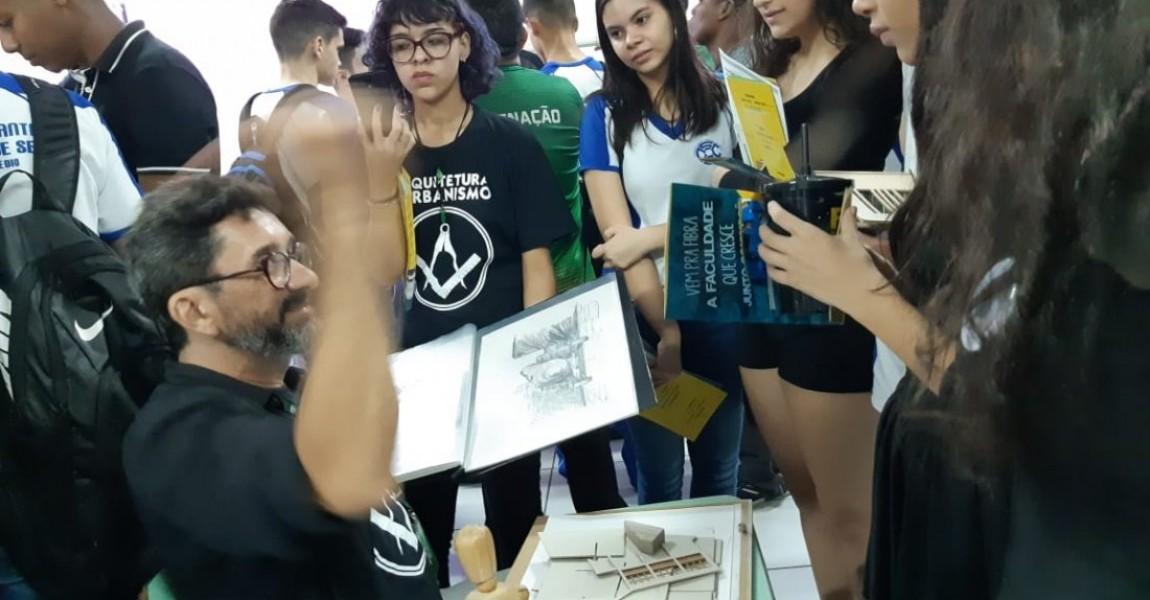 Esamaz participa da Feira do Vestibular do Colégio Santa Catarina, em Belém