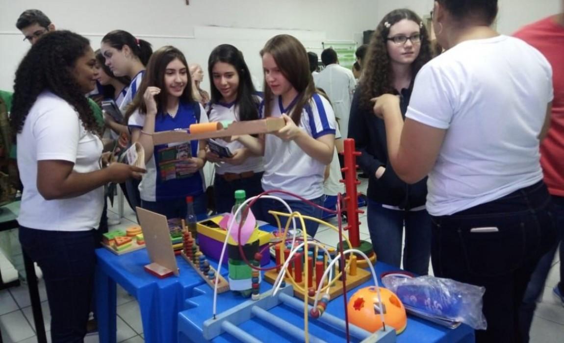 Esamaz participa da Feira Vocacional do Colégio Santa Catarina em Belém
