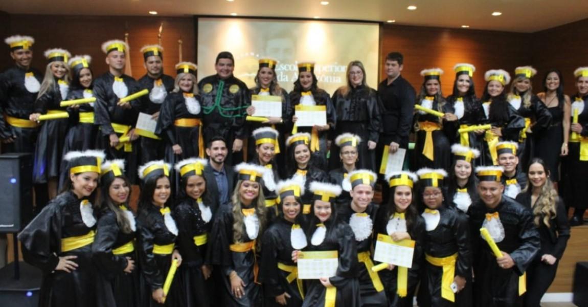 Esamaz realiza cerimônia de formatura de acadêmicos do curso de Farmácia