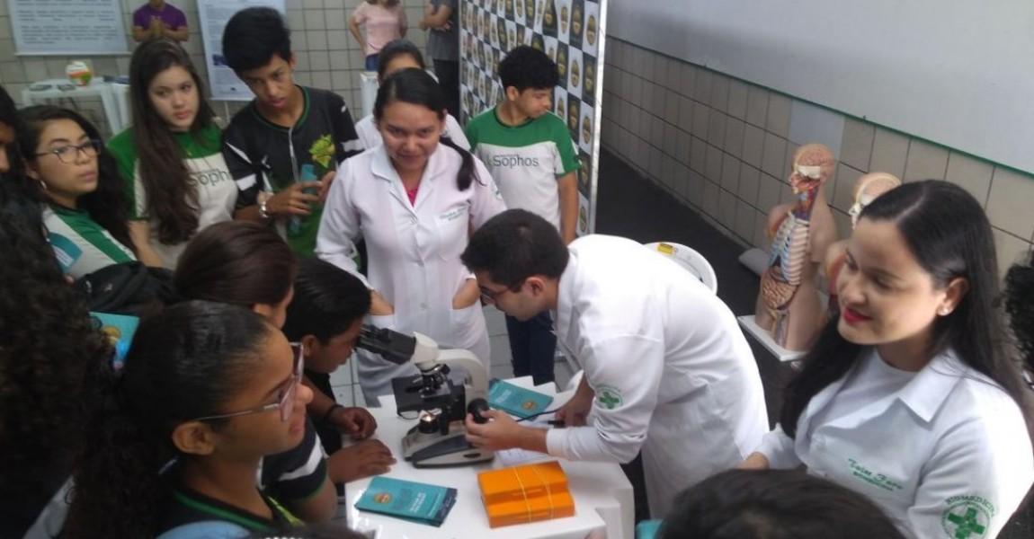 Feira Vocacional do Colégio Sophos contou com participação dos cursos da Esamaz