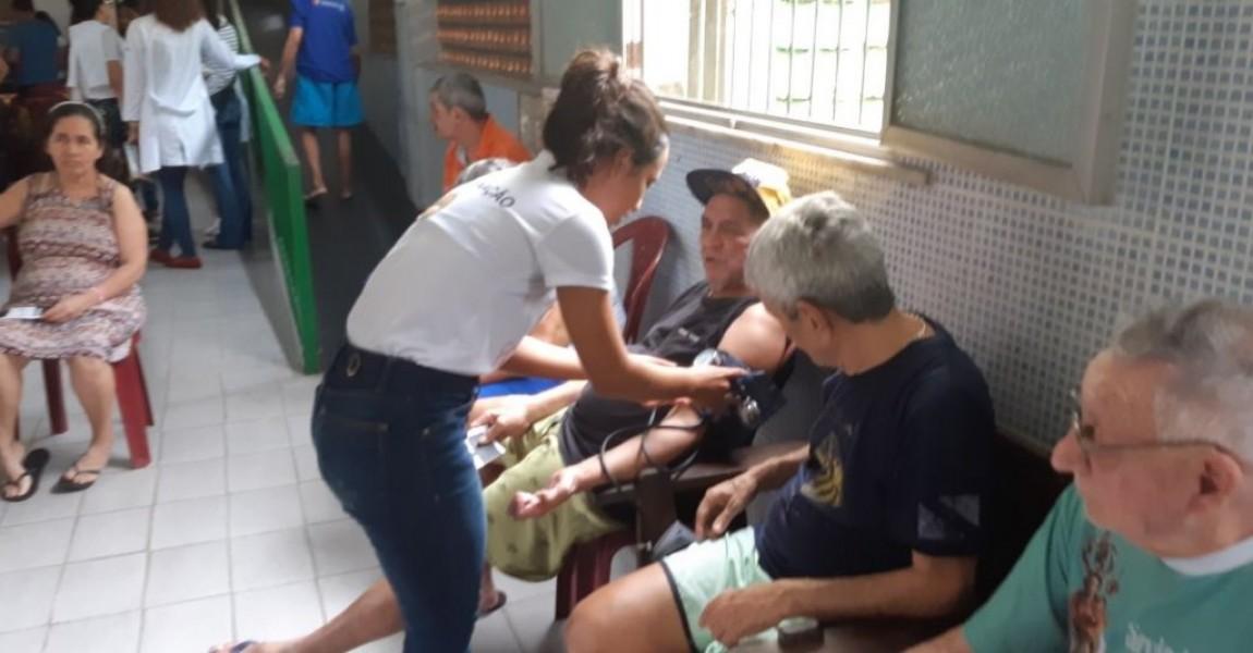 Moradores de rua do Abrigo João de Deus recebem ação educativa em saúde e auto cuidado