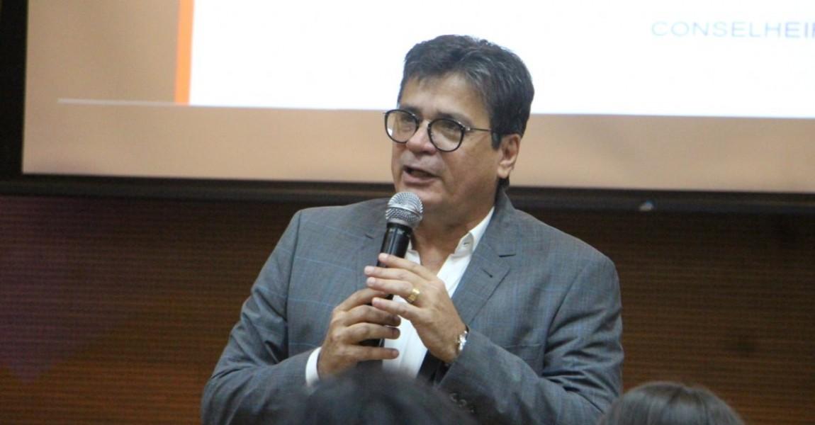 Presidente do Tribunal de Contas dos Municípios ministra palestra para alunos do Curso de Direito da Esamaz
