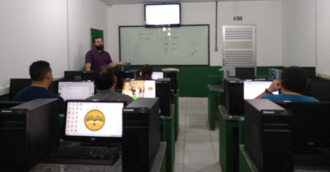 Professores dos cursos de Biomedicina e Fármacia participam de oficina sobre Análise de Conteúdo e Mineração de texto usando o Iramateq